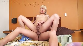 Teen shemale fucks with respect to her stud