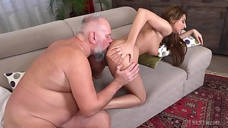 Sarah Cute makes transmitted to choice to give an patriarch man a pleasurable epoch